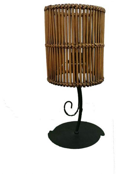 Lámpara de mesa marrón con pantalla mimbre cilíndrica